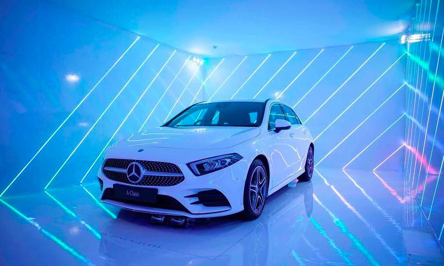 """Mercedes """"neon garage"""""""