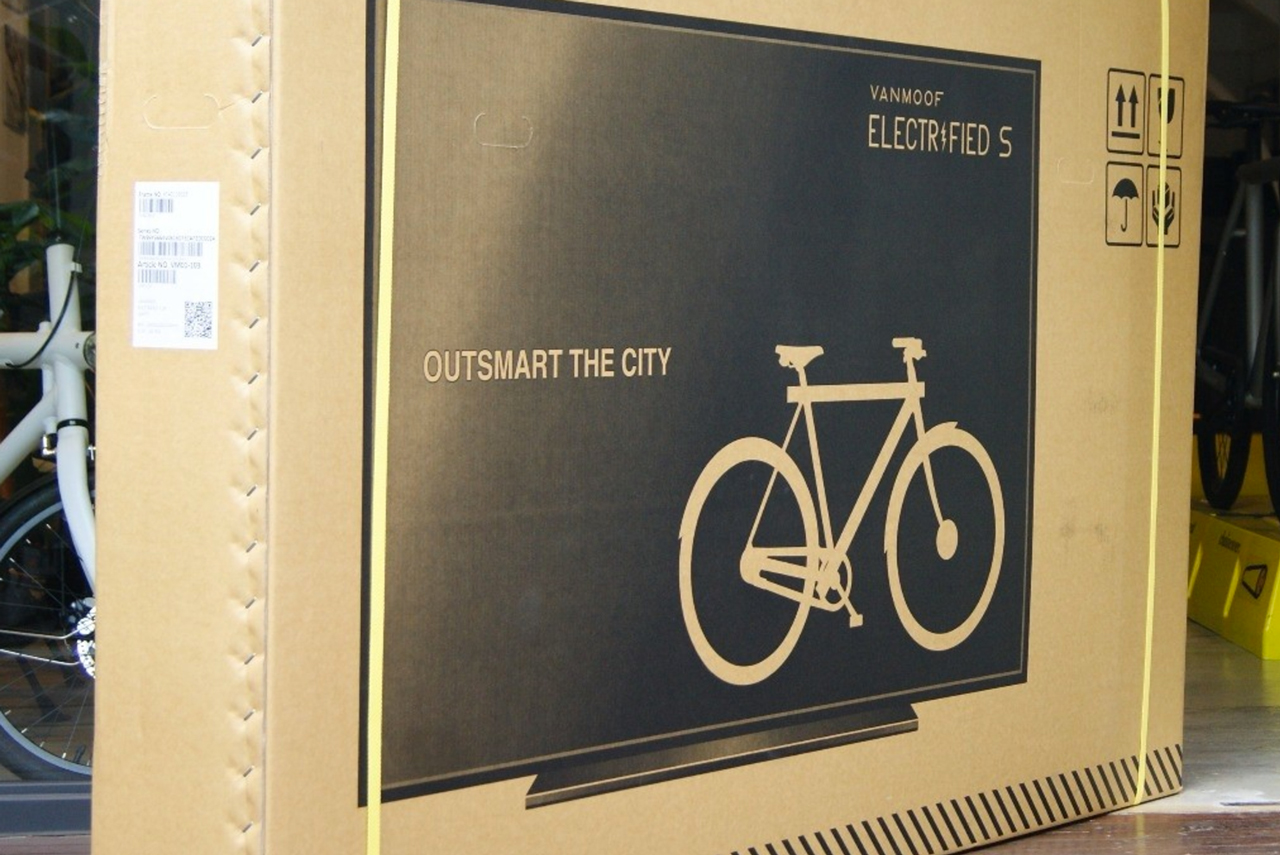 VanMoof added pictures of TVs to their boxes