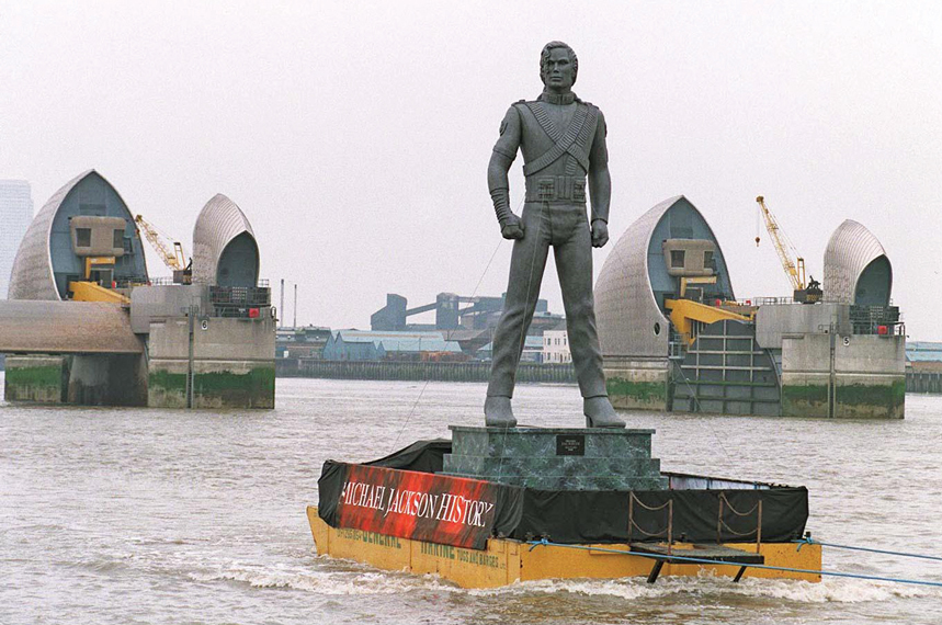 HIStory tour promo stunt on the Thames