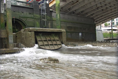 Water overflow in London. Credit: Environment Agency