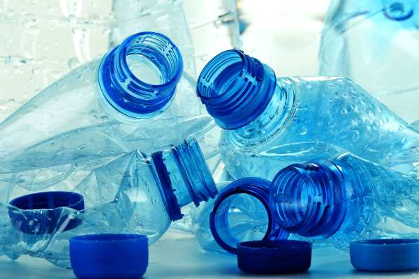 """WRAP says plastic prices often show """"a weak relationship to oil"""". Photograph: monticello / 123RF"""