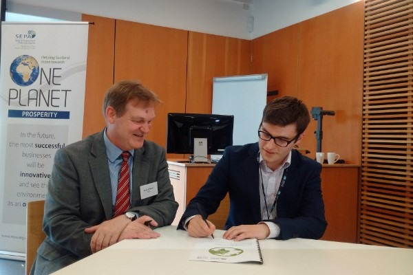Terry A'Hearn and Richard Dryburgh sign the SPA at the Edinburgh Centre for Carbon Innovation. Photograph: 2050 Climate Group