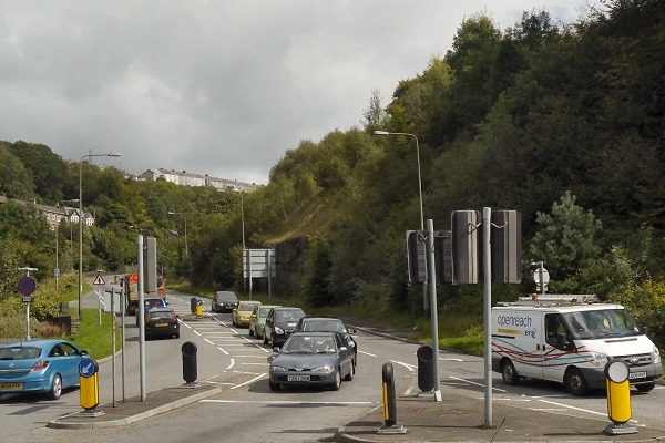 The junction of Hafod-yr-Ynys Road and the A467 is one of the root causes of the local air pollution problem. Photography: David-Dixon CC BY-SA 2.0