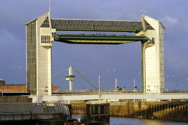 Hull's tidal barrier