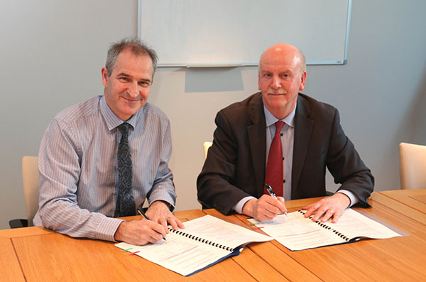 David Small of the Northern Ireland Environment Agency and Stan Brown of Forensic Science Northern Ireland sign a memorandum of understanding