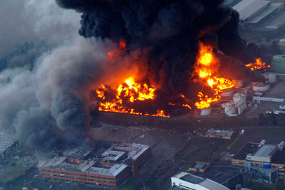 Buncefield oil storage depot fire (credit: Getty Images)