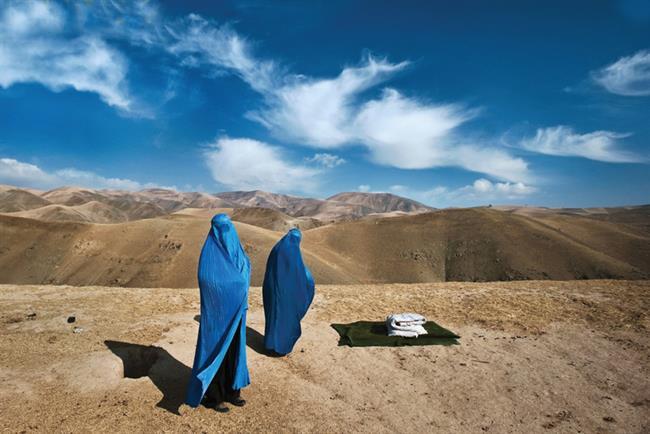 Blue Burkas, Lynsey Addario/ Verbatim