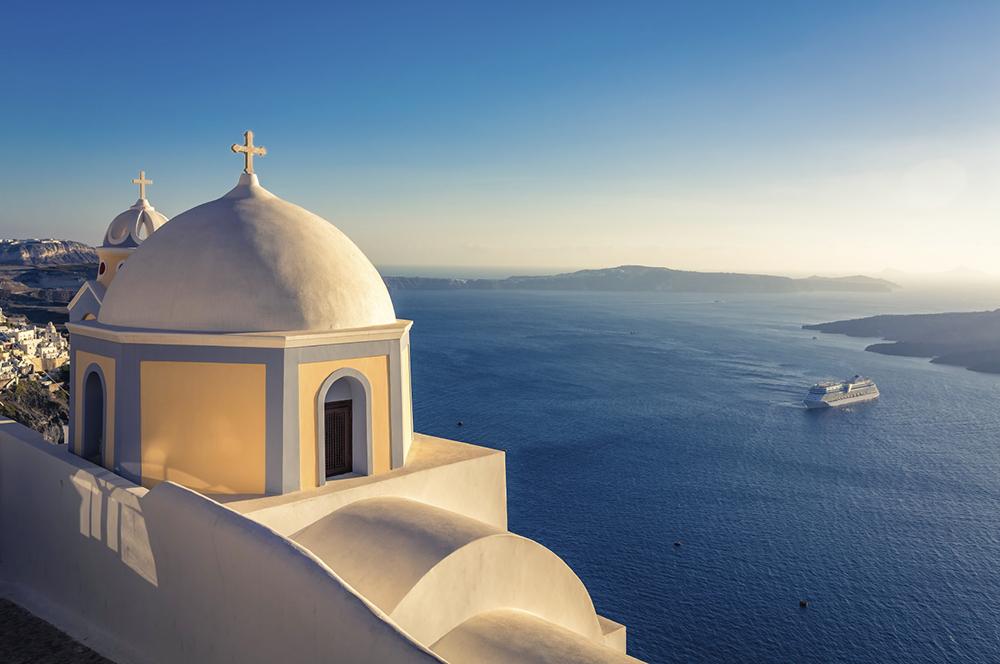 Santorini, Greece (©iStockphoto.com)